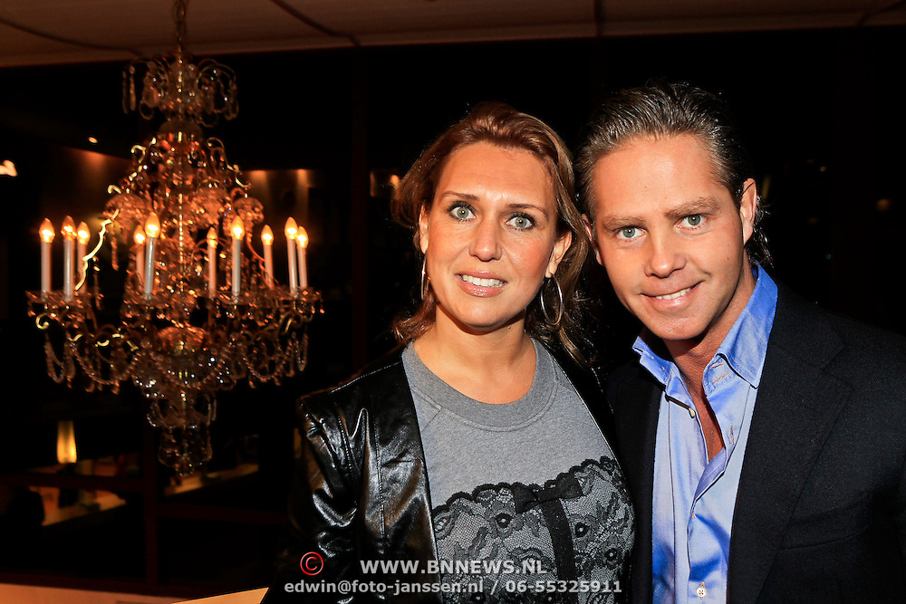 NLD/Hoorn/20101101- Premiere Je Anne, Danny de Munk en partner Jenny Sluyter