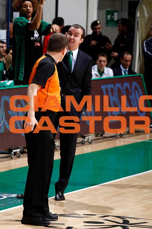 DESCRIZIONE : Siena Eurolega 2010-11 Montepaschi Siena Lietuvos Rytas<br /> GIOCATORE : Simone Pianigiani<br /> SQUADRA : Montepaschi Siena <br /> EVENTO : Eurolega 2010-2011<br /> GARA :  Montepaschi Siena  Lietuvos Rytas<br /> DATA : 01/12/2010<br /> CATEGORIA : coacharbitroreferees<br /> SPORT : Pallacanestro <br /> AUTORE : Agenzia Ciamillo-Castoria/E.Castoria<br /> Galleria : Eurolega 2010-2011<br /> Fotonotizia : Siena Eurolega Euroleague 2010-11 Montepaschi Siena  Lietuvos Rytas<br /> Predefinita :