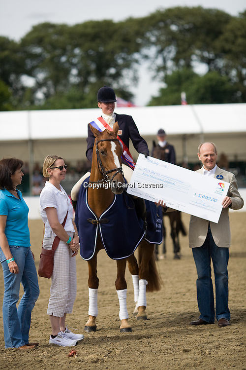 Flora Harris and Law Choice and owners, presentation of cheque