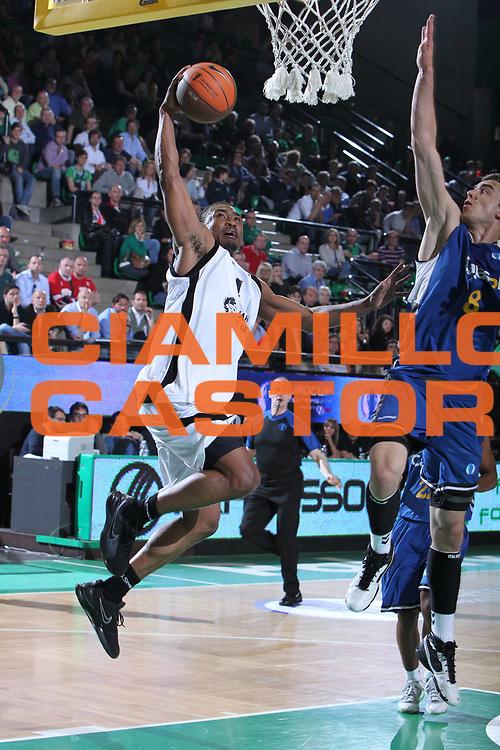 DESCRIZIONE : Treviso Eurocup Finals 2010-11 1st-2nd Place 1-2 Posto Finale Finale Unics Kazan Cajasol Siviglia Sevilla <br /> GIOCATORE : Terrell Lyday<br /> SQUADRA : Unics Kazan<br /> EVENTO : <br /> GARA : Unics Kazan Cajasol Siviglia Sevilla <br /> DATA : 17/04/2011 <br /> CATEGORIA :  Tiro<br /> SPORT : Pallacanestro <br /> AUTORE : Agenzia Ciamillo-Castoria/G. Contessa <br /> GALLERIA: Eurocup 2011 -2011 <br /> FOTONOTIZIA: Treviso Eurocup Finals 2010-11 1st-2nd Place 1-2 Posto Finale Finale Unics Kazan Cajasol Siviglia Sevilla <br /> PREDEFINITA: