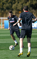 09.06.2010, Sports Campus, Rustenburg, RSA, FIFA WM 2010, England Training im Bild Steven Gerrard trains with Gareth Barry, EXPA Pictures © 2010, PhotoCredit: EXPA/ IPS/ Mark Atkins / SPORTIDA PHOTO AGENCY
