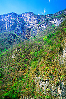 Sumidero Canyon (800 meter high cliffs), near Chiapa de Corzo, Chiapas, Mexico