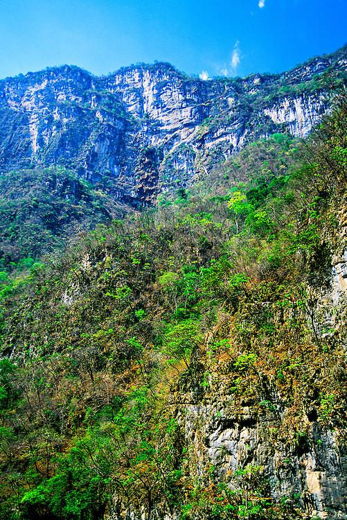 Sumidero Canyon (800 meter high cliffs), near Chiapa de Corzo, Chiapas, Mexico