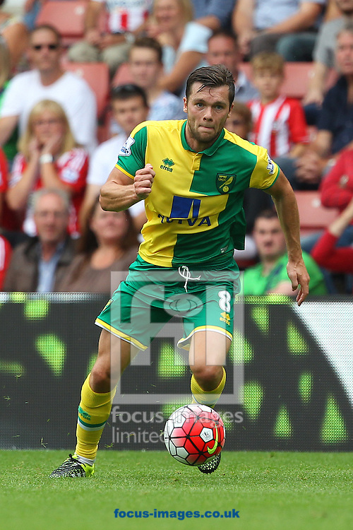 Jonny Howson of Norwich in action during the Barclays Premier League match at the St Mary's Stadium, Southampton<br /> Picture by Paul Chesterton/Focus Images Ltd +44 7904 640267<br /> 30/08/2015