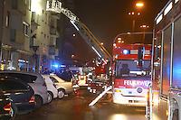 Mannheim. 30.10.14 Innenstadt. G7. K&uuml;chenbrand in einem Wohnhaus im 3. Obergeschoss. Die Feuerwehr muss mehrere Personen aus den Etagen befreien. Starker Rauch hatte sich ausgebreitet. Die Polizei sperrt im Bereich G7 den Luisenring.<br /> Bild: Markus Pro&szlig;witz 30OCT14 / masterpress (Bild ist honorarpflichtig)