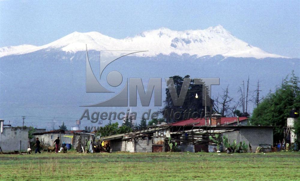 Toluca, M&eacute;x.- Por las ultimas lluvias que se han registrado en el Valle de Toluca el volc&aacute;n Xinantecatl se ha visto nevado por las bajas temperaturas. Agencia MVT / H. V&aacute;zquez E. (FILM)<br /> <br /> NO ARCHIVAR - NO ARCHIVE