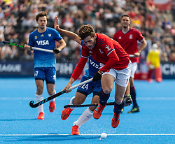 Tom Sorsby of Great Britain Men is tackled by Nicolas Cicileo of Argentina Men during the 2019 Men's FIH Pro League match at Lee Valley Hockey Centre, Stratford<br /> Picture by Simon Parker/Focus Images Ltd <br /> 18/05/2019