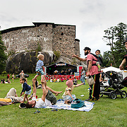 Faces-etnomusiikkifestivaali Raaseporin linnanraunioiden ympäristössä.