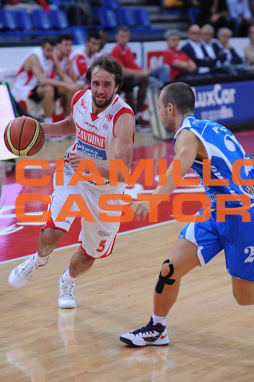 DESCRIZIONE : Pesaro Lega A 2012-13 Scavolini Banca Marche Pesaro Banco di Sardegna Sassari<br /> GIOCATORE : Daniele Cavaliero<br /> CATEGORIA : tiro<br /> SQUADRA : Scavolini Banca Marche Pesaro<br /> EVENTO : Campionato Lega A 2012-2013 <br /> GARA : Scavolini Banca Marche Pesaro Banco di Sardegna Sassari<br /> DATA : 28/10/2012<br /> SPORT : Pallacanestro <br /> AUTORE : Agenzia Ciamillo-Castoria/M.Marchi<br /> Galleria : Lega Basket A 2012-2013  <br /> Fotonotizia : Pesaro Lega A 2012-13 Scavolini Banca Marche Pesaro Banco di Sardegna Sassari