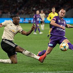 Aaron Wan-Bissaka of Man United shoots at goal