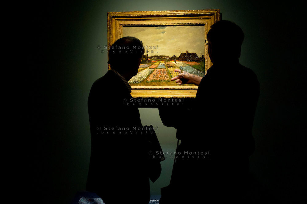 Roma 22 Ottobre 2013<br /> Gemme dell'Impressionismo<br /> A Roma, unica tappa europea, per la prima volta i capolavori della collezione impressionista e post impressionista della National Gallery of Art di Washington, al nuovo spazio espositivo Ara Pacis.Campo di Tulipani , di Vincent van Gogh.<br /> In Rome, the only European stop, for the first time the masterpieces of the Impressionist and Post Impressionist collection of the National Gallery of Art in Washington, the new exhibition Ara Pacis.<br /> Flower Beds in Holland, Vincent van Gogh.