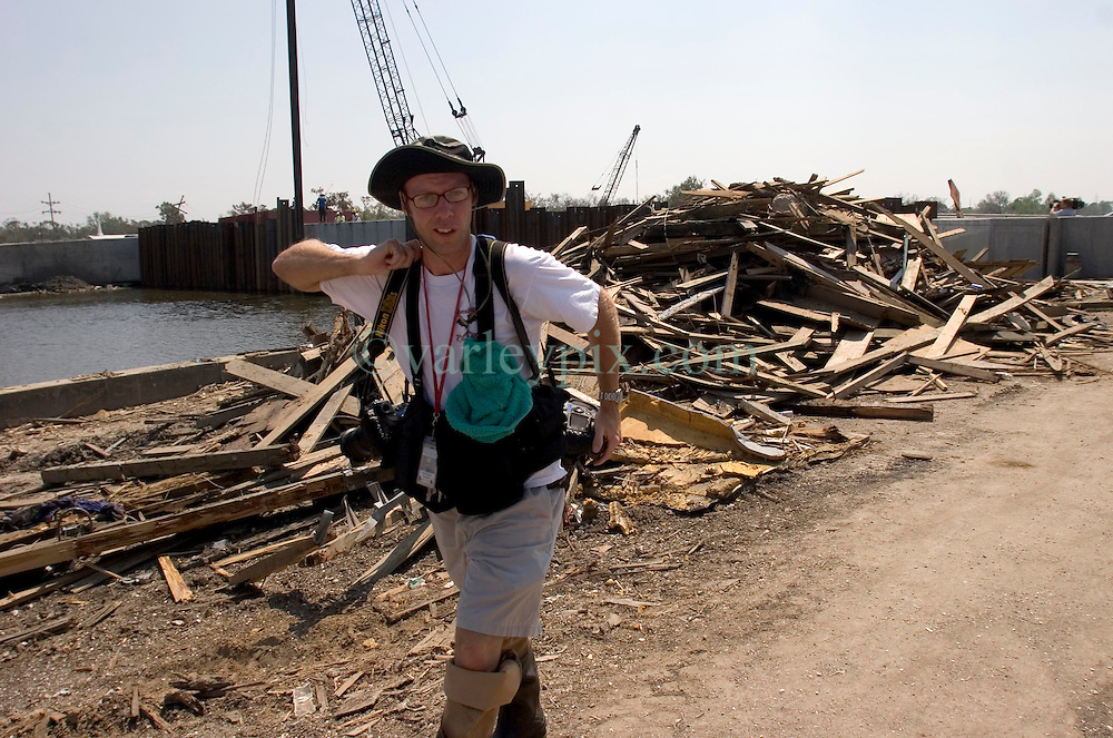 21 Sept 2005. New Orleans, Louisiana. Hurricane Katrina/Rita aftermath.<br /> Baton Rouge Advocate photographer Rick Hannon photographs the Army Corps of engineers race against time to shore up weak levee defences at the 17th street canal in New Orleans in preparation for Hurricane Rita storm surge that could once again swamp the city. The Corps dammed the canal with steel plates to prevent water entering the city.<br /> Photo; ©Charlie Varley/varleypix.com