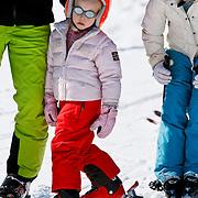 AUD/Lech/20110219 - Fotosessie Nederlandse Koninklijke Familie 2011 op wintersport in Lech, Leonore en Eloise