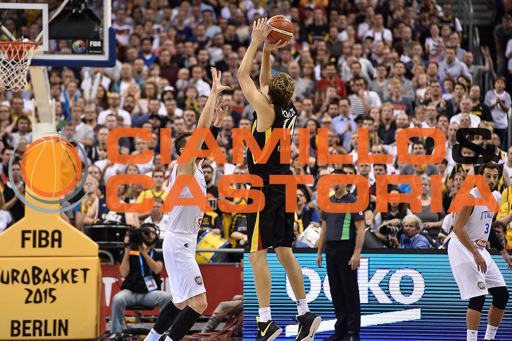 DESCRIZIONE : Berlino Berlin Eurobasket 2015 Group B Germany Germania - Italia Italy<br /> GIOCATORE : Dirk Niwotzki<br /> CATEGORIA : Tiro Tre Punti Three Point Controcampo<br /> SQUADRA : Germania Germany<br /> EVENTO : Eurobasket 2015 Group B<br /> GARA : Germany Italy - Germania Italia<br /> DATA : 09/09/2015<br /> SPORT : Pallacanestro<br /> AUTORE : Agenzia Ciamillo-Castoria/GiulioCiamillo