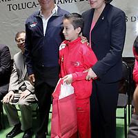 Toluca, México.- Martha Hilda  González Calderón, alcaldesa de Toluca acompañada por el Excelentísimo Embajador de Japón en México, Suichiro Megata, dieron la bienvenida a la delegación de jóvenes que representaron al municipio en el Torneo juvenil de Futbol, realizado en Saitama, Japón.  Agencia MVT / José Hernández