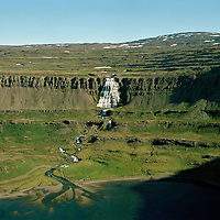 Dynjandi (Fjallfoss) og bærinn Dynjandi séð til suðausturs. Arnarfjörður, Ísafjarðarbær, áður Auðkúluhreppur. /  Dynjandi waterfall and abandoned farmsitye in Arnarfjordur. Viewing southeast. Isafjardarbaer former Audkuluhreppur.