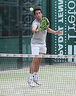Padel Tennis, SportScheck Anlage in  Muenchen,<br /> Aktion,Einzelbild,Ganzkoerper,Hochformat