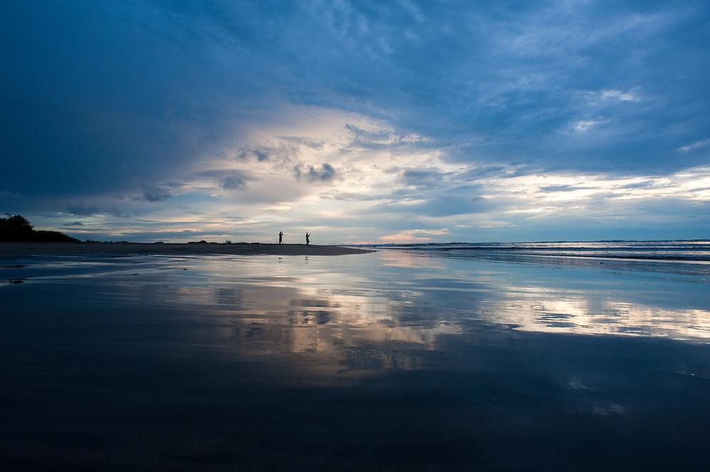 Playa Tamarindo at dusk