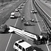 NLD/Utrecht/19920719 - Ongeval A27 bij de Bilt, auto met zweefvliegtuig als aanhanger geschaard
