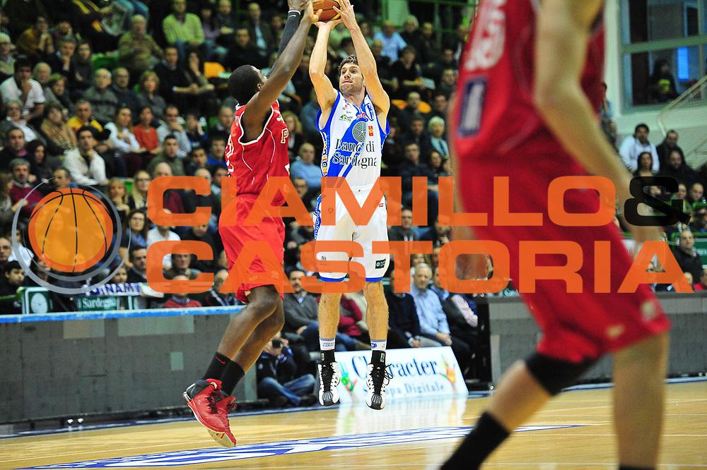 DESCRIZIONE : LegaBasket Serie A 2013-14 Dinamo Banco di Sardegna Sassari - Victoria Libertas Pesaro<br /> GIOCATORE : Drake Diener<br /> CATEGORIA : Tiro Tre Punti<br /> SQUADRA :  Dinamo Banco di Sardegna Sassari<br /> EVENTO : Campionato Serie A 2013-14<br /> GARA : Dinamo Banco di Sardegna Sassari - Victoria Libertas Pesaro<br /> DATA : 02/03/2014<br /> SPORT : Pallacanestro <br /> AUTORE : Agenzia Ciamillo-Castoria / M.Turrini<br /> Galleria : Lega Basket Serie A Beko 2013-2014  <br /> Fotonotizia : LegaBasket Serie A 2013-14 Dinamo Banco di Sardegna Sassari - Victoria Libertas Pesaro<br /> Predefinita :