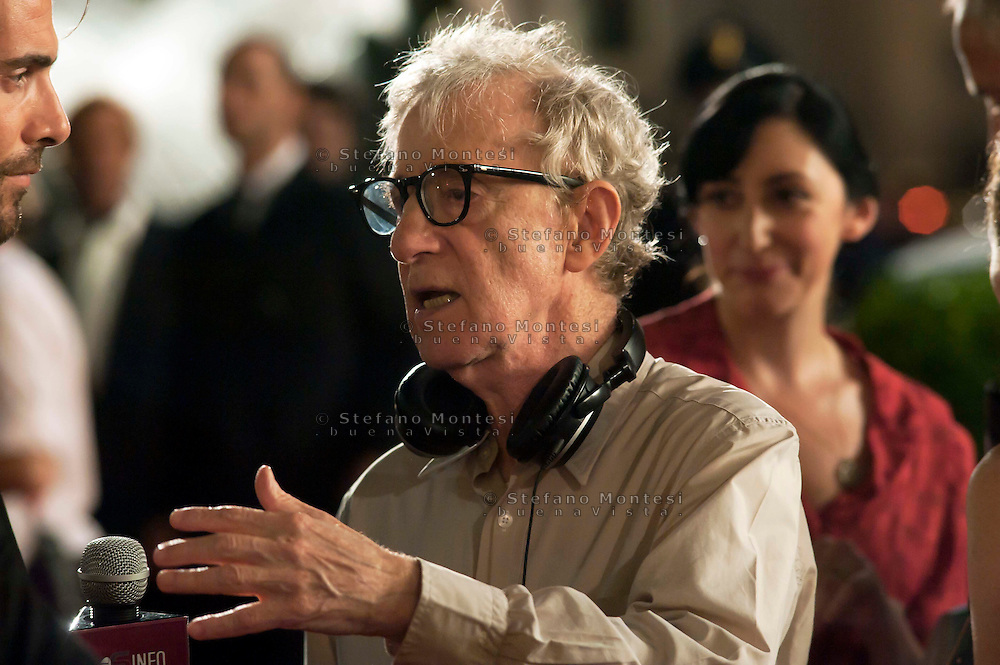 Roma 9 Agosto  2011.Il set del  film The Bob Decameron di Woody Allen, a Piazza della Repubblica.Woody Allen sul set del film .