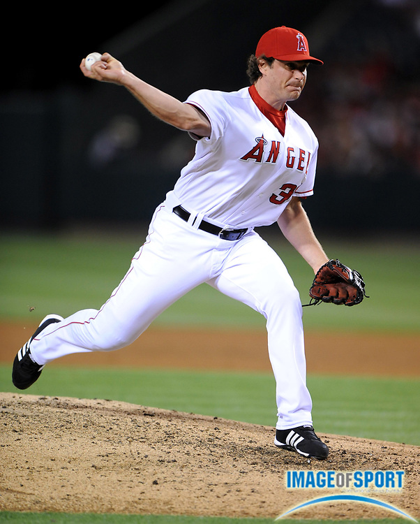 May 28, 2008; Anaheim, CA, USA; Los Angeles Angels reliever Justin Speier (33) pitches during game against the Detroit Tigers at Angel Stadium. Mandatory Credit: Kirby Lee/Image of Sport-US PRESSWIRE