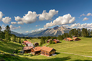 Das Maiens&auml;ss Ratitsch oberhalb Salouf mit Lenzerhorn, Parc Ela, Graub&uuml;nden, Schweiz<br /> <br /> Alpine huts at Ratitsch above Salouf, Parc Ela, Grisons, Switzerland