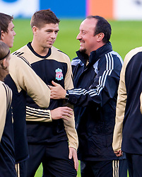 MARSEILLE, FRANCE - Monday, September 15, 2008: Liverpool's manager Rafael Benitez and captain Steven Gerrard MBE during training ahead of the opening UEFA Champions League Group D match against Olympique de Marseille at Stade Velodrome. (Photo by David Rawcliffe/Propaganda)