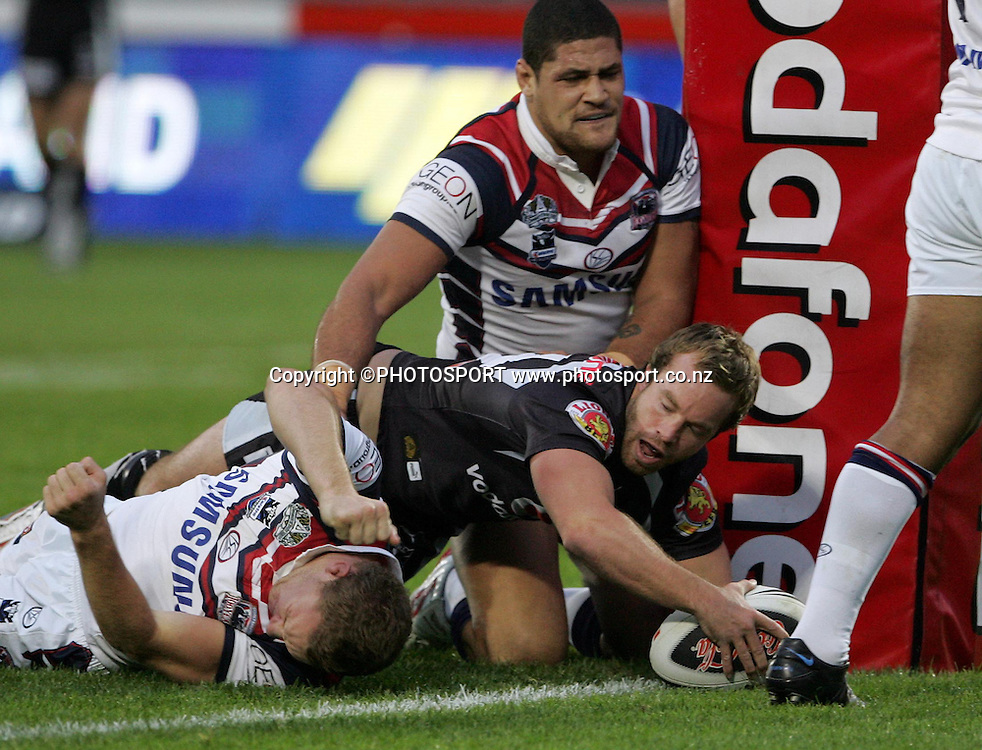 Warriors hooker Ian Henderson scores a try. NRL, rugby league, Vodafone Warriors v Roosters, Mt Smart Stadium, Auckland, Sunday 25 May 2008. Photo: Renee McKay/PHOTOSPORT