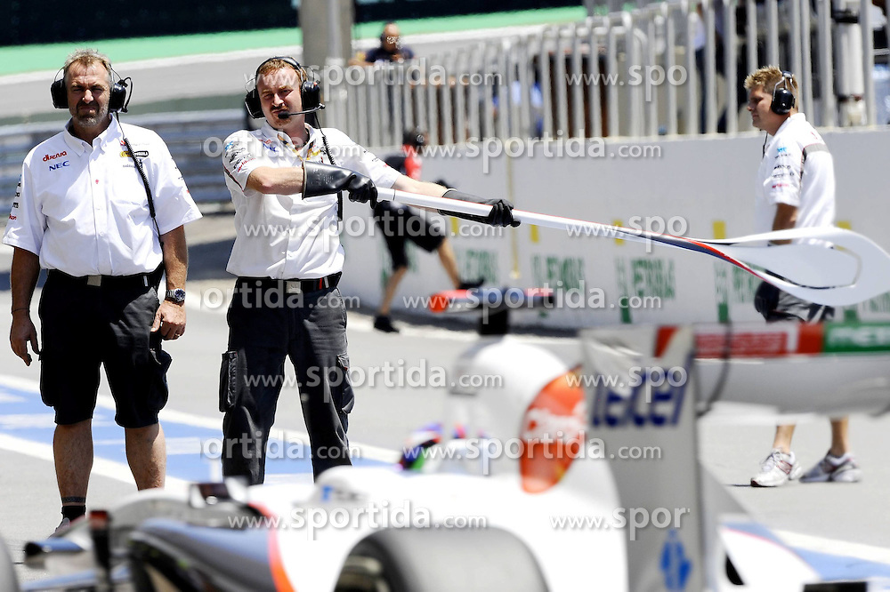25.11.2011 Autodromo Jose Carlos Pace, Sao Paulo, BRA, F1 Grosser Preis von Brasilien, im Bild Sergio Perez (MEX) Sauber F1 Team // during the Formula One Championships 2011 Large price of Abu Dhabi held at the Yas-Marina-Circuit, 2011/11/12. EXPA Pictures © 2011, PhotoCredit: EXPA/ nph/ Dieter Mathis..***** ATTENTION - OUT OF GER, CRO *****