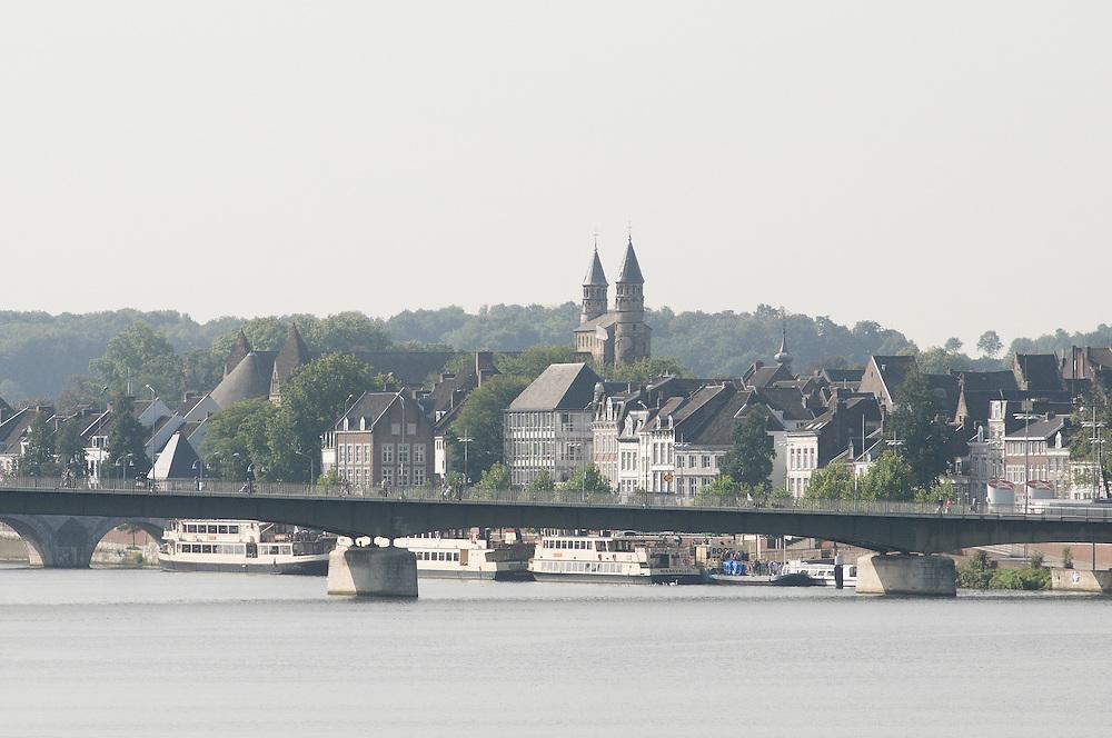 Nederland, Maastricht, 20110916..Stadsgezicht van Maastricht van over de Maas.