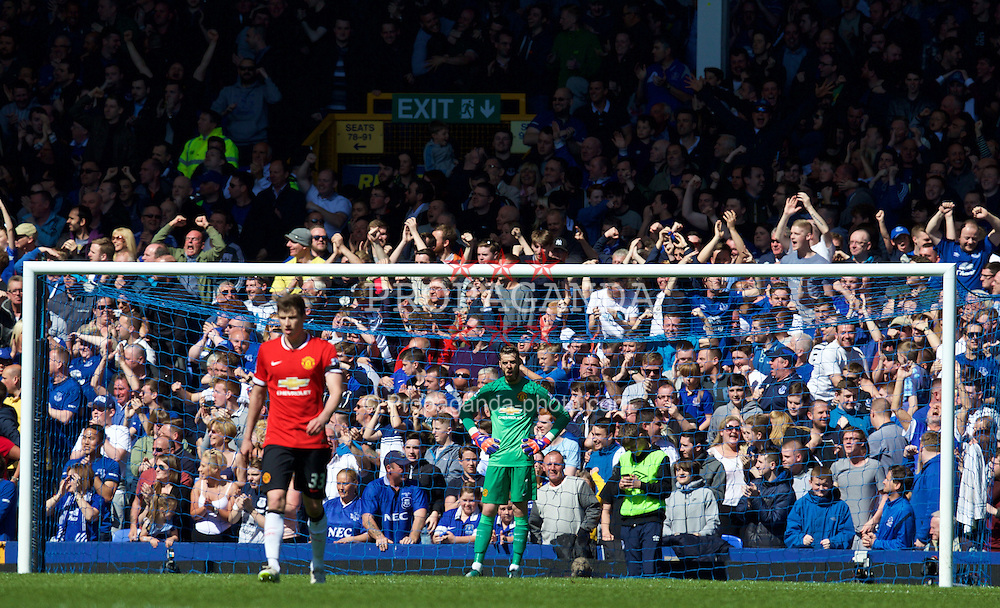 LIVERPOOL, ENGLAND - Sunday, April 26, 2015: Manchester United's goalkeeper David de Gea looks dejected as Everton score the third goalo during the Premier League match at Goodison Park. (Pic by David Rawcliffe/Propaganda)
