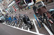 In Utrecht is voor de Albert Heijn in de Twijnstraat een speciaal vak aangegeven voor de fietsen. Het parkeren van fietsen is een groot probleem in de stad. Met de parkeervakken hoopt men het wild parkeren tegen te gaan.<br /> <br /> In the Twijnstraat in Utrecht a special box is marked for bicycles in front of the Albert Heijn. Parking bikes is a big problem in the city. With the special parking areas they hope to minimize the nuisance.