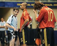 Fussball  International  FIFA  FUTSAL WM 2008   09.10.2008 Vorrunde Gruppe D Spain - Uruguay Spanien - Uruguay Von links Pablo LANZA (URU), Bernardo RODRIGUEZ (ESP) und MINCHO (ESP)