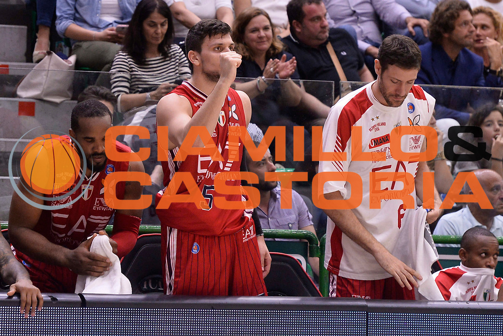 DESCRIZIONE :  Lega A 2014-15  Banco di Sardegna Sassari - EA7 Milano playoff Semifinale gara 3 <br /> GIOCATORE : Gentile Alessandro<br /> CATEGORIA : Low Esultanza Mani <br /> SQUADRA : EA7 Milano<br /> EVENTO : PlayOff Semifinale gara 3<br /> GARA : Banco di Sardegna Sassari - EA7 Milano PlayOff Semifinale Gara 3<br /> DATA : 02/06/2015 <br /> SPORT : Pallacanestro <br /> AUTORE : Agenzia Ciamillo-Castoria/Richard Morgano<br /> Galleria : Lega Basket A 2014-2015 Fotonotizia : Sassari Lega A 2014-15  Banco di Sardegna Sassari- EA7 Milano playoff Semifinale  gara 3<br /> Predefinita :