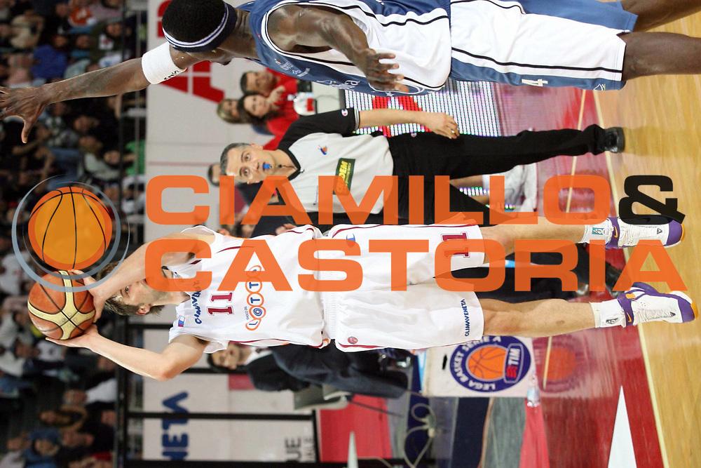 DESCRIZIONE : Roma Lega A1 2005-06 Lottomatica Virtus Roma Carpisa Napoli<br />GIOCATORE : Pesic<br />SQUADRA : Lottomatica Virtus Roma<br />EVENTO : Campionato Lega A1 2005-2006 <br />GARA : Lottomatica Virtus Roma Carpisa Napoli<br />DATA : 07/05/2006 <br />CATEGORIA : Tiro<br />SPORT : Pallacanestro <br />AUTORE : Agenzia Ciamillo-Castoria/G.Ciamillo
