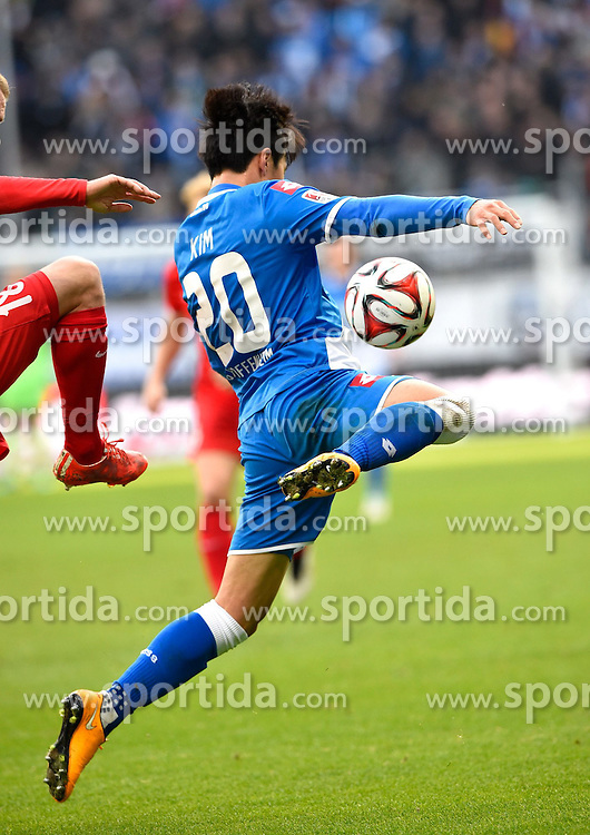 28.02.2015, Rhein Neckar Arena, Sinsheim, GER, 1. FBL, TSG 1899 Hoffenheim vs 1. FSV Mainz 05, 23. Runde, im Bild Jin-Su Kim TSG 1899 Hoffenheim am Ball akrobatisch Aktion // during the German Bundesliga 23rd round match between TSG 1899 Hoffenheim and 1. FSV Mainz 05 at the Rhein Neckar Arena in Sinsheim, Germany on 2015/02/28. EXPA Pictures &copy; 2015, PhotoCredit: EXPA/ Eibner-Pressefoto/ Weber<br /> <br /> *****ATTENTION - OUT of GER*****