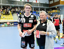 12.11.2016, BSFZ Suedstadt, Maria Enzersdorf, AUT, HLA, SG INSIGNIS Handball WESTWIEN vs Sparkasse Schwaz HANDBALL TIROL, Grunddurchgang, 12. Runde, im Bild Michael Nicolaisen (Sparkasse Schwaz HANDBALL TIROL), Vorstandsvorsitzender Ing. Ferdinand Hager (westWien) // during Handball League Austria, 12 th round match between SG INSIGNIS Handball WESTWIEN and Sparkasse Schwaz HANDBALL TIROL at the BSFZ Suedstadt, Maria Enzersdorf, Austria on 2016/11/12, EXPA Pictures © 2016, PhotoCredit: EXPA/ Sebastian Pucher