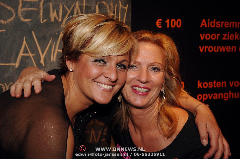 NLD/Amsterdam/20051208 - Miljonairfair 2005, Caroline Tensen en