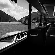 Im Bus nach Innsbruck f&uuml;r M die Sicherste und Unauff&auml;lligste art zu Reisen. Nat&uuml;rlich nur, wenn man nicht daf&uuml;r sorgt das die eigene Wasserflasche quer durch den Bus rollt und zerschellt.<br /> &copy; Harald Krieg/Agentur Focus