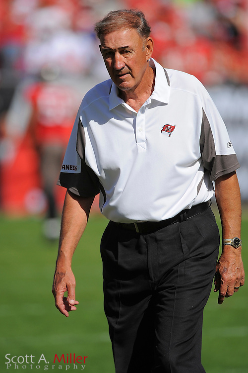 Tampa, Fl: Dec 28, 2008 -- Tampa Bay Buccaneers defensive coach Monte Kiffin prior to the Bucs game against the Oakland Raiders at Raymond James Stadium. It was Kiffin's final game....©2008 Scott A. Miller