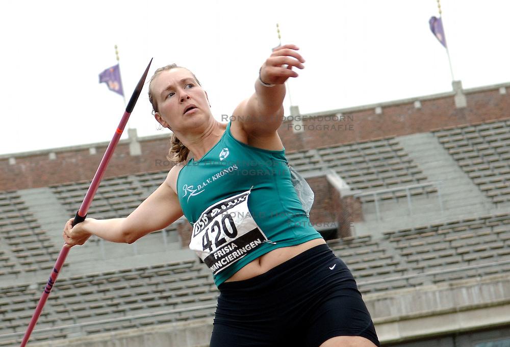 09-07-2006 ATLETIEK: NK BAAN: AMSTERDAM<br /> Brenda Pouw<br /> &copy;2006-WWW.FOTOHOOGENDOORN.NL