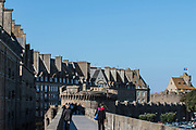 An afternoon walk on top of Saint-Malo city's medieval fortification