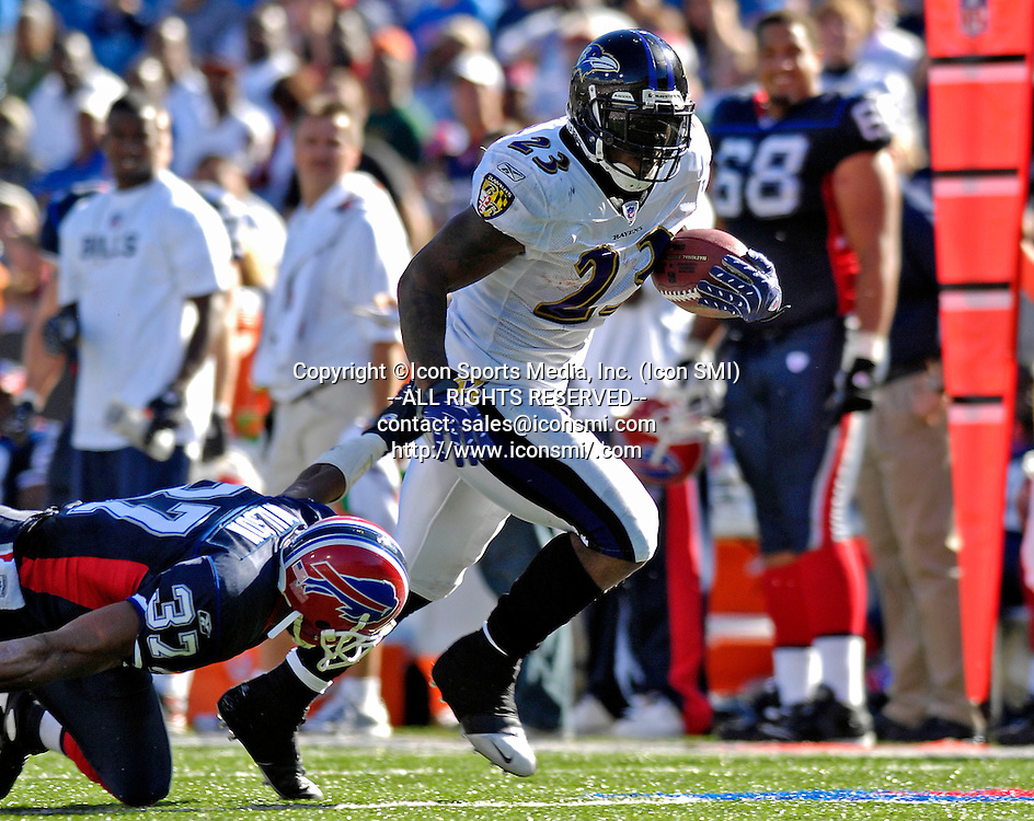 21 October 2007: Baltimore Ravens running back  Willis McGahee rushes for a 46 yard touchdown run against the Buffalo Bills at Ralph Wilson Stadium in Orchard Park, NY. The Bills defeated the Ravens 19-14 in front of 70,727 fans marking their second win of the 2007 season.