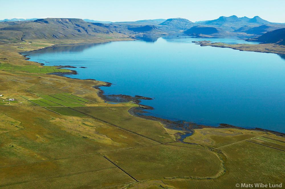 Kalastaðakot t.v. Hvalfjarðarstrandarhreppur séð til austurs. / Kalastadakot farm left, Hvalfjardarstrandarhreppur.