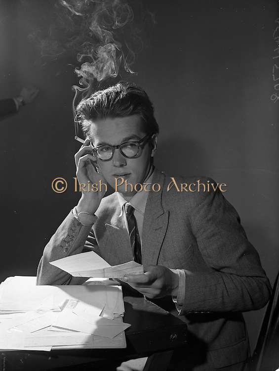 09/09/1960<br /> 09/09/1960<br /> 09 September 1960<br /> Theatre Revue group rehearsal for the Dublin Theatre Festival at Store Street. Producer Eamonn O'Higgins.
