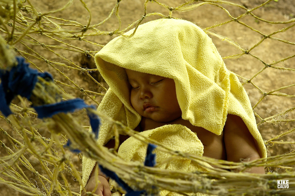 Child sleeping on a hammock.  Indigenous Ngo?be Bugle? Community. Chiriqui. Panama.