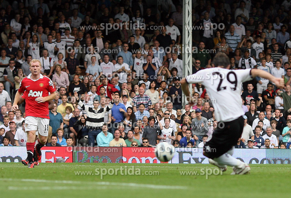 22.08.2010, Craven Cottage, London, ENG, PL, FC Fulham vs Manchester United, im Bild Fulham's Simon Davies  makes 1-1 and celebrates in Fulham v Manchester United for the EPLEXPA Pictures © 2010, PhotoCredit: EXPA/ IPS/ Marcello Pozzetti +++++ ATTENTION - OUT OF ENGLAND/UK +++++ / SPORTIDA PHOTO AGENCY