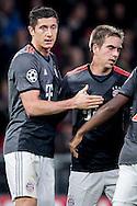 EINDHOVEN, PSV - Bayern Munchen, 01-11-2016, voetbal, Champions League, seizoen 2016-2017, Philips Stadion, Bayern Munchen speler Robert Lewandowski (L) heeft de 1-1 gescoord, Bayern Munchen speler Phillip Lahm (R).