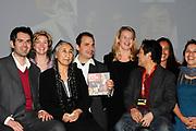 Mabel bij A MATTER OF ACT NIGHT.<br /> <br /> Op zaterdagavond 27 was in Theater aan het Spui een bijzondere avond plaats; de eerste A Matter of ACT Night.<br /> <br /> Op de foto:  Prinses Mabel van Oranje met vooraanstaande activisten, onder wie Somaly Mam, Shadi Sadr, The Yes Men and en de Cubaanse Laura Poll&aacute;n-Toledo